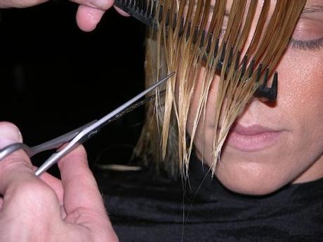 Как обрезать челку
