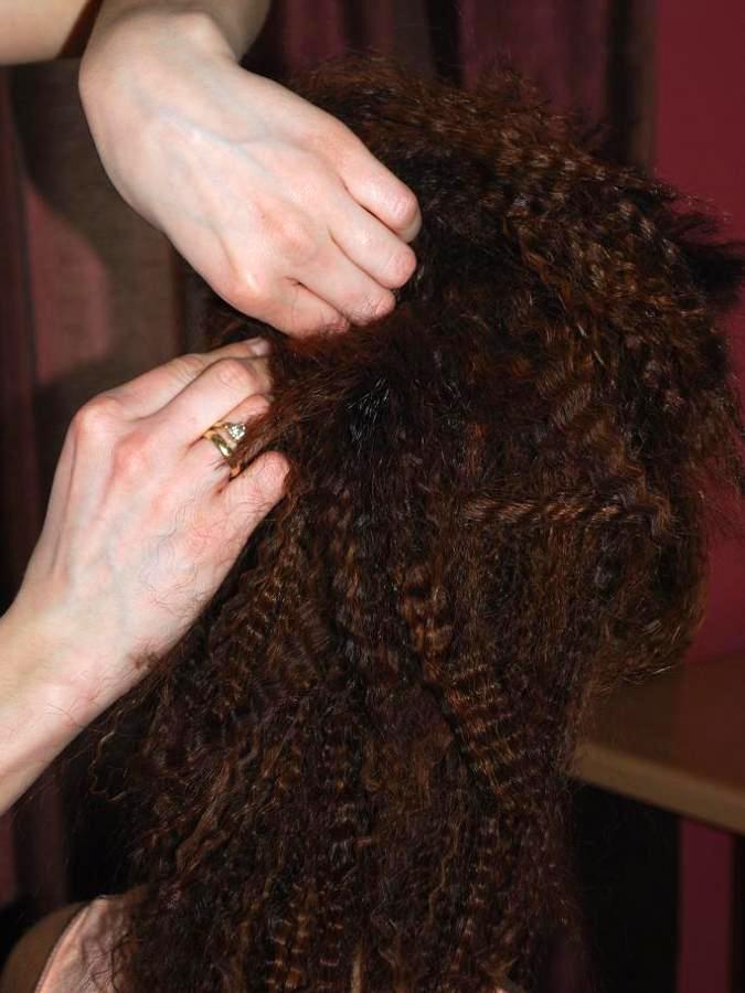 Собрать волосы