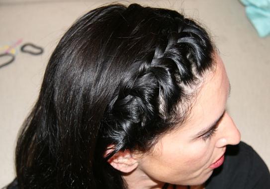 Плести косу вокруг головы