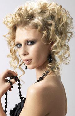 Прически с волнистыми волосами