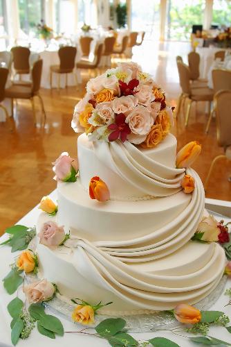 Украсить свадебный торт