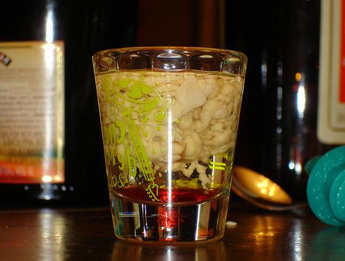 Как приготовить напиток на Хэллоуин «Кровавый мозг»