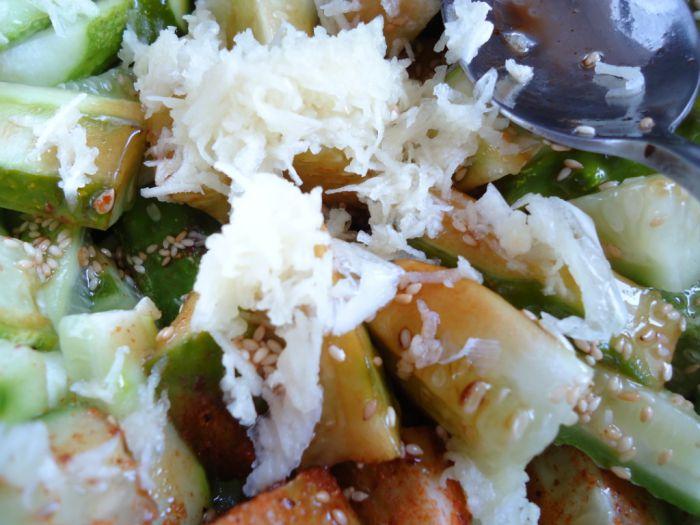 Летний салат с огурцами