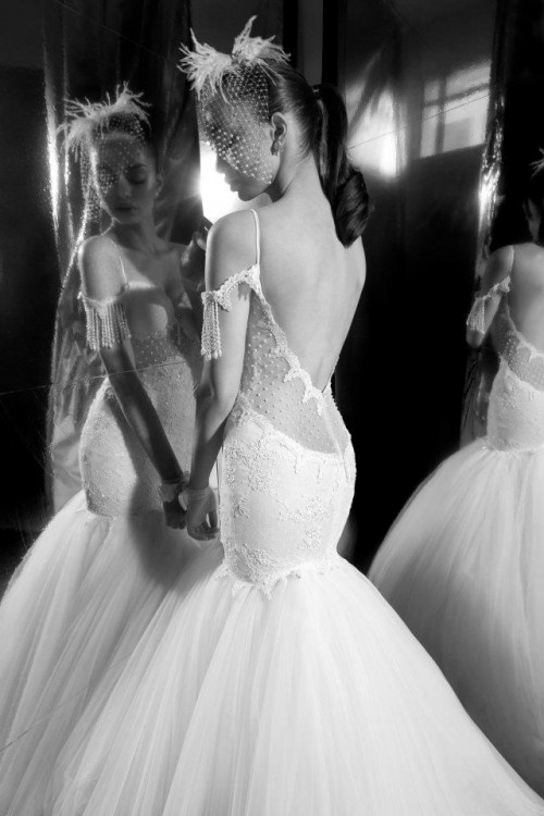 Фото сексуальных свадебных платьев c кружевами от Elihav Sasson