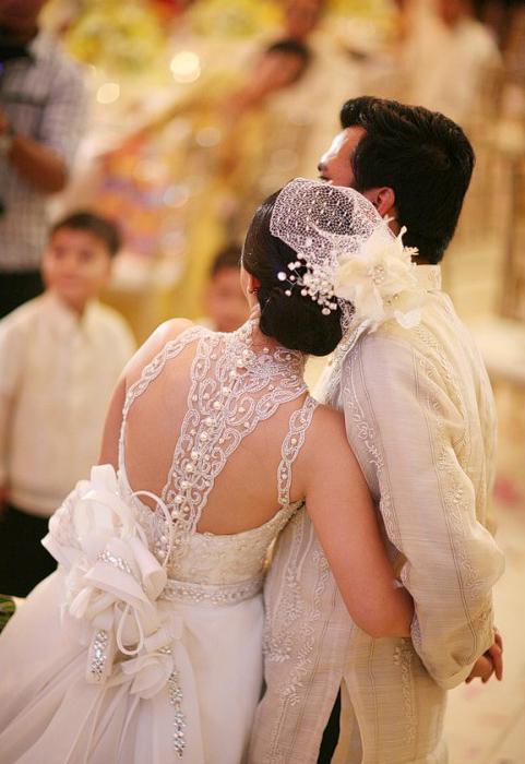 Фото сексуальных свадебных платьев c кружевами от Veluz Reyes