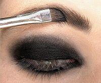 Делаем макияж
