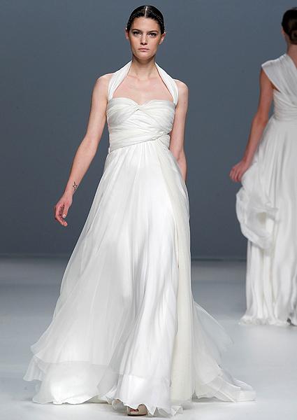 Свадебные платья с декольте