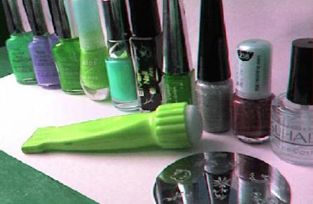 Как наносить узоры на ногти при помощи печаток